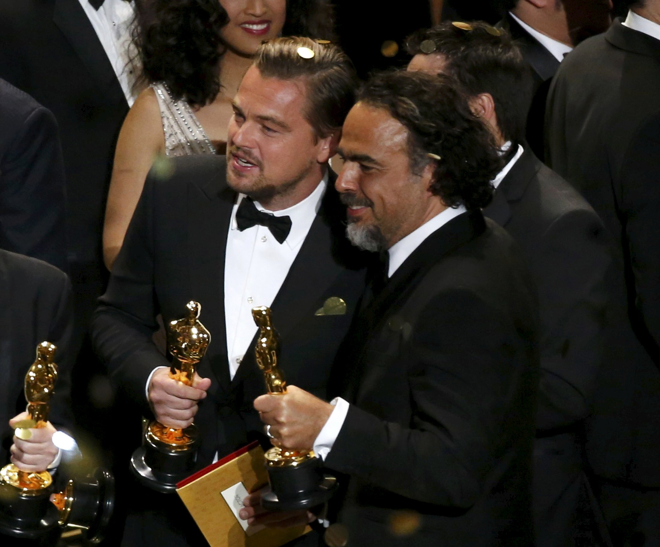 Director Alejandro Inarritu (R) and actor Leonardo DiCaprio hold their Oscars after the end of the awards ceremony at the 88th Academy Awards in Hollywood, California February 28, 2016.   REUTERS/Mario Anzuoni        TPX IMAGES OF THE DAY