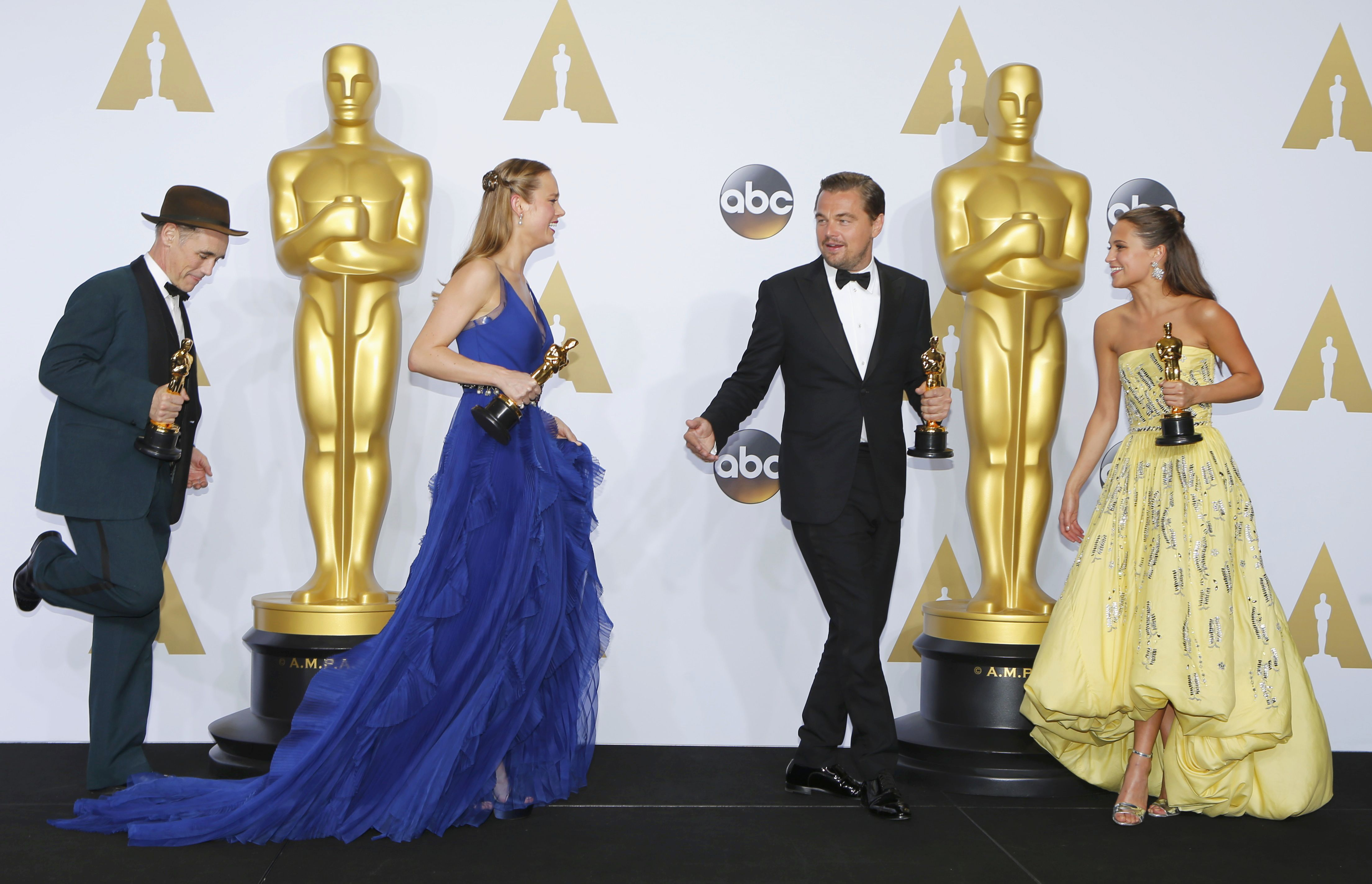 """Best supporting actor Mark Rylance, """"Bridge of Spies"""", Best actress Brie Larson, """"Room"""", best actor Leonardo DiCaprio, """"The Revenant"""" and best supporting actress Alicia Vikander, """"The Danish Girl"""", are seen dduring the 88th Academy Awards in Hollywood, California February 28, 2016.  REUTERS/Mike Blake"""
