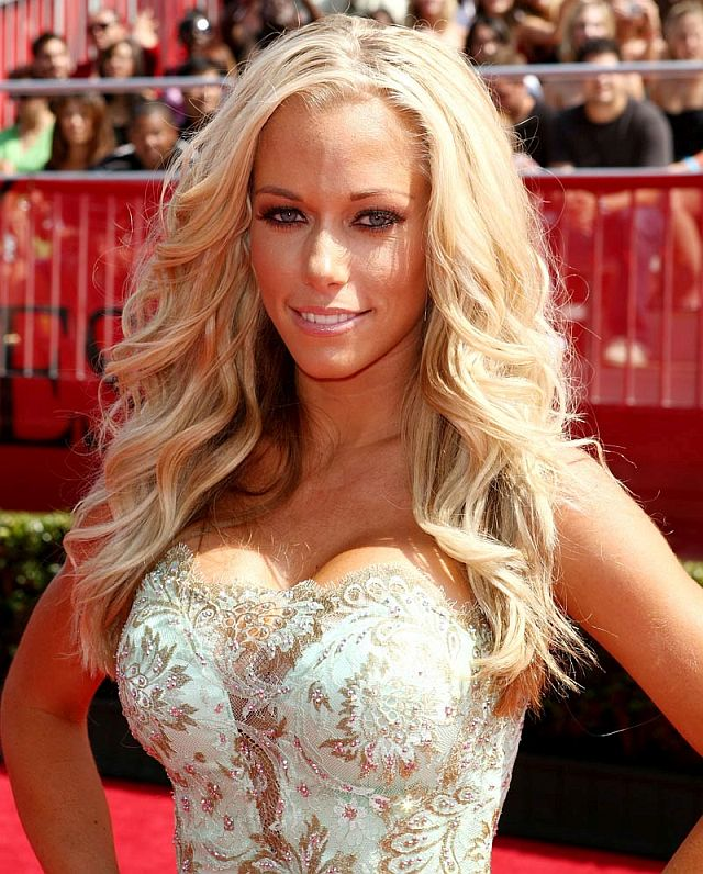 LOS ANGELES, CA - JULY 16: Playboy model and television personality Kendra Wilkinson arrives at the 2008 ESPY Awards held at NOKIA Theatre L.A. LIVE on July 16, 2008 in Los Angeles, California. The 2008 ESPYs will air on Sunday, July 20 at 9PM ET on ESPN. (Photo by Alberto E. Rodriguez/Getty Images)