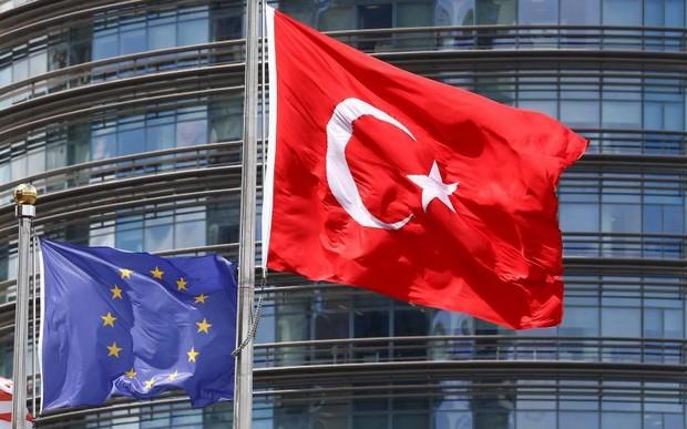Τουρκικό υπουργείο Εξωτερικών: Ας πάρει η Ελλάδα τους πρόσφυγες