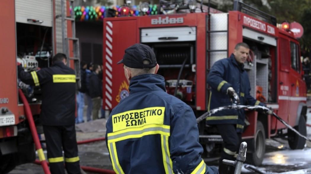Φωτιά τώρα: Σε εξέλιξη πυρκαγιά κι απεγκλωβισμός σε διαμέρισμα στις Συκιές