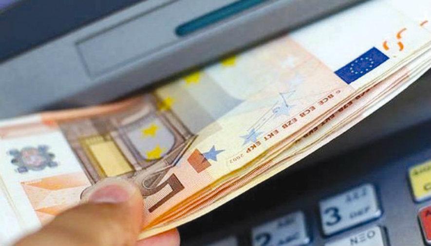 534 ευρώ: Τι ώρα θα δουν σήμερα τα χρήματά τους οι δικαιούχοι