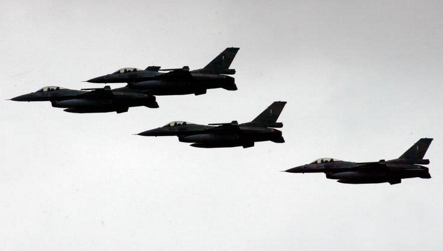 Αιγαίο: 34 παραβιάσεις και τρεις εικονικές αερομαχίες