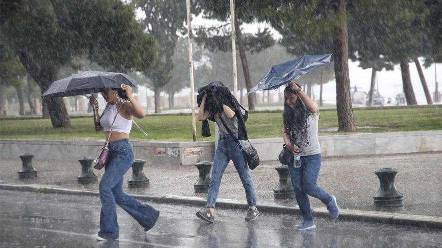 Καιρός: Συννεφιασμένη και βροχερή Κυριακή