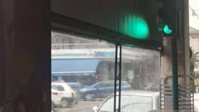 Πάτρα: Φανάρι βρίσκεται μέσα σε... καφετέρια! (pic)