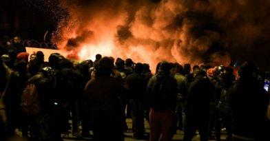 Χάος στη Λέσβο! Νέες συγκρούσεις κατοίκων και ΜΑΤ