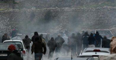 ΜΑΤατζήδες – χούλιγκαν έσπαγαν αυτοκίνητα φωνάζοντας «Τουρκόσποροι» (videos)