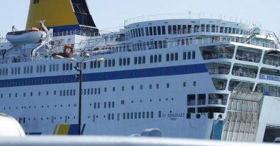 Κορονοϊός: Πλοίο με είκοσι κρούσματα έξω από το λιμάνι του Πειραιά