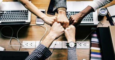 Κορονοϊός: Τι θα πάρουν και πότε οι επαγγελματίες