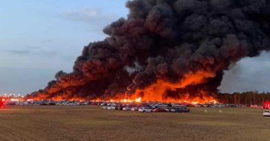 Πυρκαγιά καταστρέφει 3.500 αυτοκίνητα