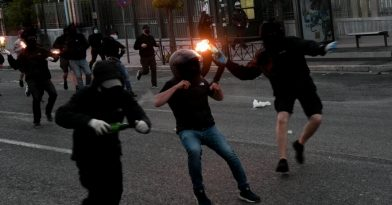 Μολότοφ και δακρυγόνα στο κέντρο της Αθήνας