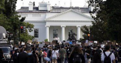 ΗΠΑ: Διαδηλωτές μια ανάσα από τον Λευκό Οίκο