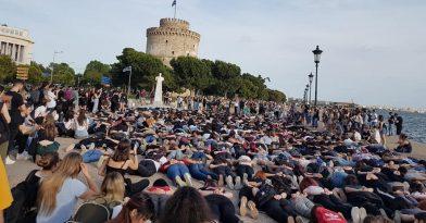 Θεσσαλονίκη: Εντυπωσιακή διαμαρτυρία για τον Φλόιντ
