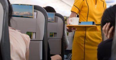Γιατί να αποφεύγεις καφέ και τσάι στο αεροπλάνο