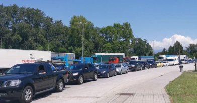 Άνοιξαν τα σύνορα για τους εγκλωβισμένους οδηγούς