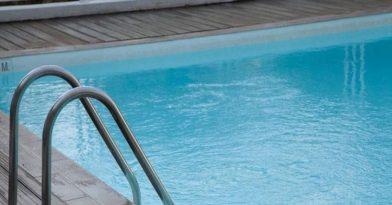 Αυνανιζόταν σε πισίνα ξενοδοχείου μπροστά σε παιδιά