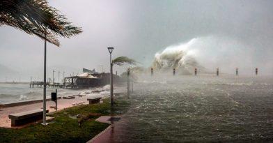 Κακοκαιρία Ιανός: Ολονύχτια μάχη με τον κυκλώνα