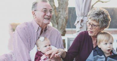 Απόφαση-σταθμός: Και οι παππούδες θα πληρώνουν διατροφή!