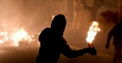 Επίθεση με βόμβες μολότοφ στο Αστυνομικό Τμήμα Θερμαϊκού