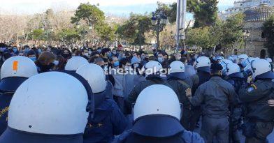 «Μπλόκο» τον ΜΑΤ σε πορεία φοιτητών στο κέντρο