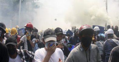 Πυρά κατά διαδηλωτών στη Μιανμάρ
