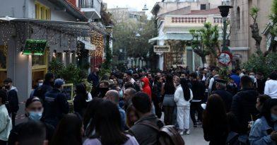 Γέμισε με υπαίθρια κορονοπάρτι η Αθήνα (videos)