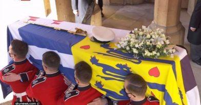 Πρίγκιπας Φίλιππος: Με τον ελληνικό σταυρό το φέρετρο (video)