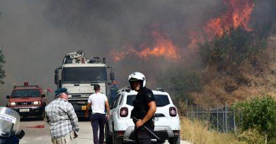Φωτιά στην Πάτρα: Ενισχύθηκαν οι δυνάμεις της πυροσβεστικής (vids)