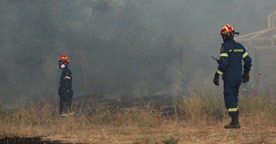 Φωτιά στην Βαρυμπόμπη: Κρίσιμες ώρες (video)