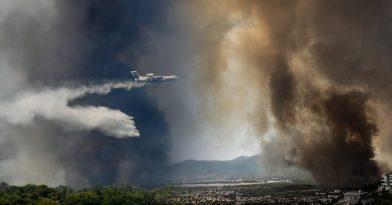 Φωτιά στην Βαρυμπόμπη: Καίγεται πολυκατοικία!