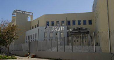 Θεσσαλονίκη: Αναρτήθηκε σημαία του ΠΑΟΚ σε σχολείο