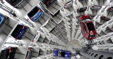 Τεράστιες καθυστερήσεις στις παραδόσεις αυτοκινήτων (vid)