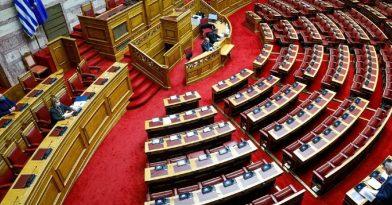Βουλή: Βαρύ πένθος για τη Γεννηματά (pics)